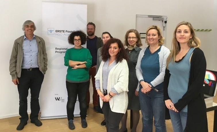 Rysunek 1Prof. Wolfgang Mayrhofer & ERSTE course participants.